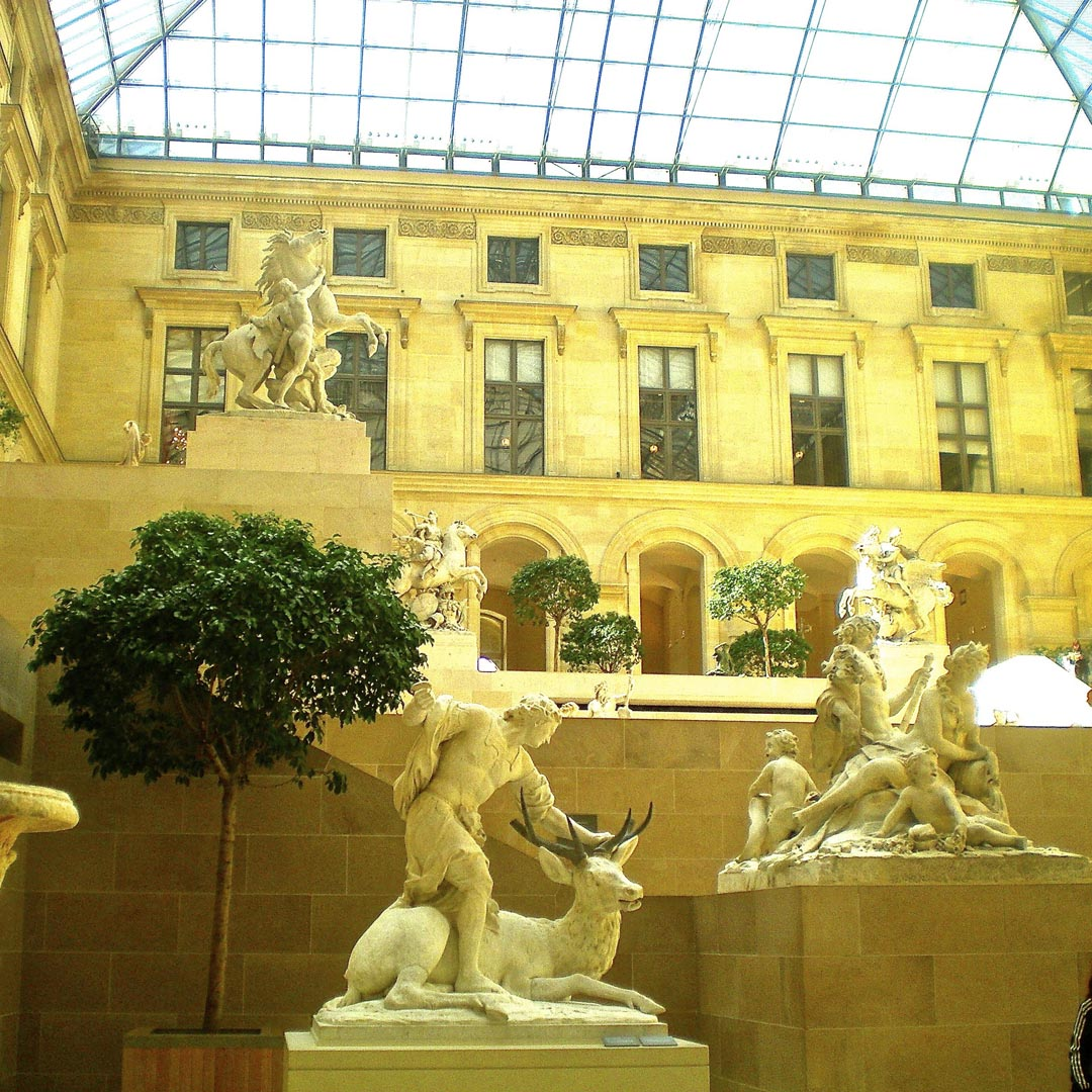 Der Cour Marly im Louvre